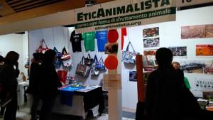 Tavolo informativo di Etica Animalista alla fiera annuale Fa la cosa giusta - 26-27-28 ottobre 2018 - Trento 10