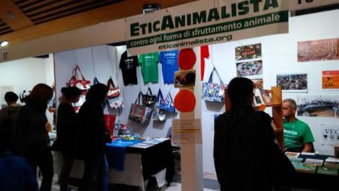 Tavolo informativo di Etica Animalista alla fiera annuale Fa la cosa giusta - 26-27-28 ottobre 2018 - Trento 6
